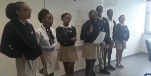 Debate e apresentação sobre a vida escolar e as escolas em Angola, actualmente.