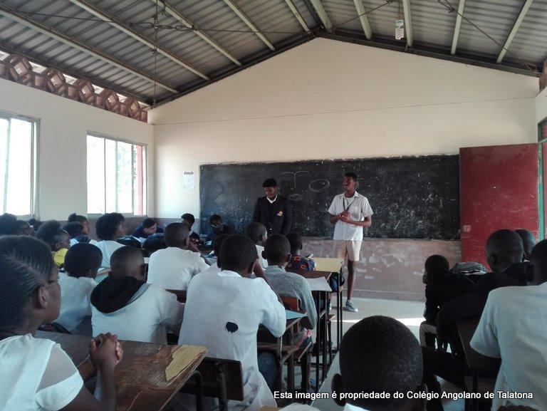 Os alunos promoveram uma aula de Educação Moral e Cívica para os alunos da escola 9037